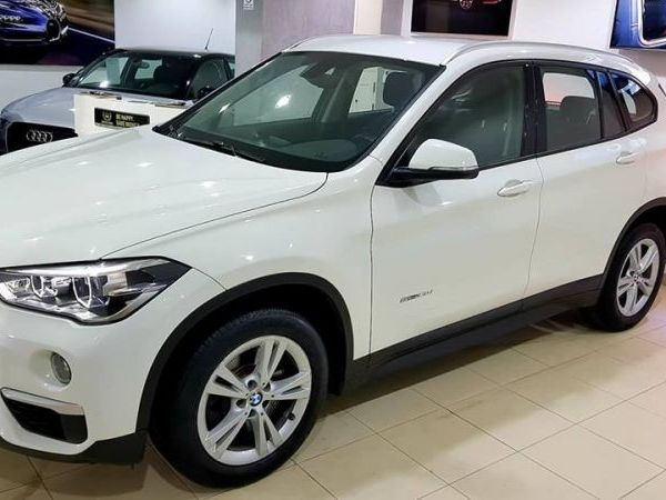 BMW X1 2.0 l 4 CYLINDRes